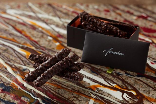 画像: オランジェット 1,500円 オレンジピールにチョコレートをコーティングしたオランジェット。フランス産のほろ苦くジューシーなオレンジと、カカオ本来のアロマが香る厳選されたチョコレートの絶妙なバランスをお楽しみください。
