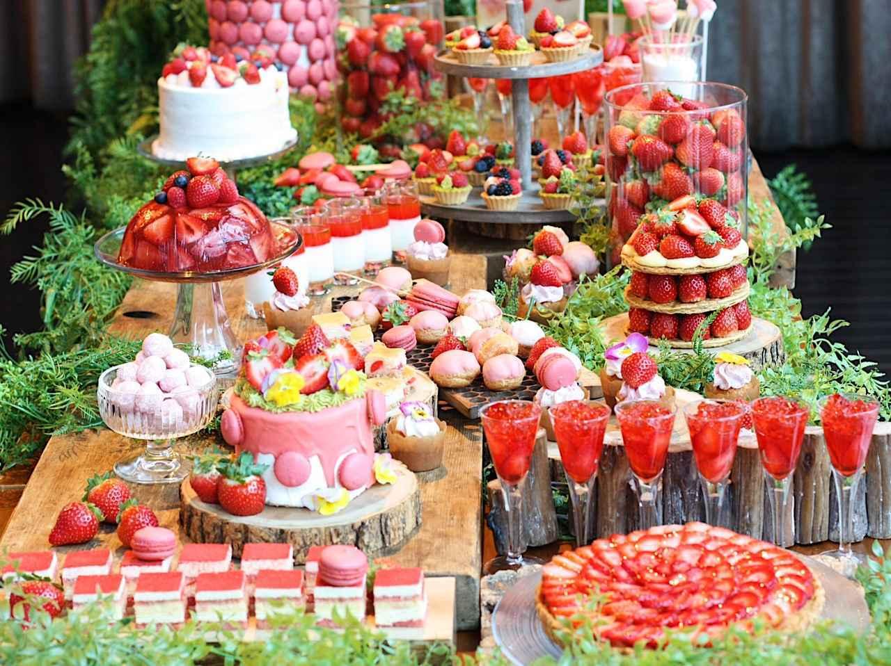 画像: 見た目にも可愛い苺づくしのドルチェブッフェ!