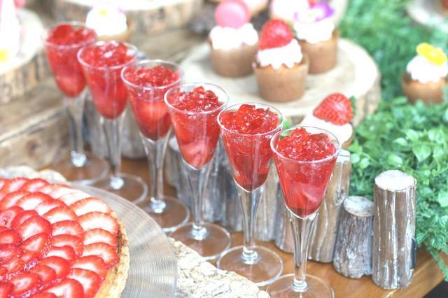 画像: ◆イチゴゼリー◆ フレッシュ苺と苺の果汁でできたイチゴのゼリー。苺の食感とプルプルゼリーの2つの食感をお楽しみください。