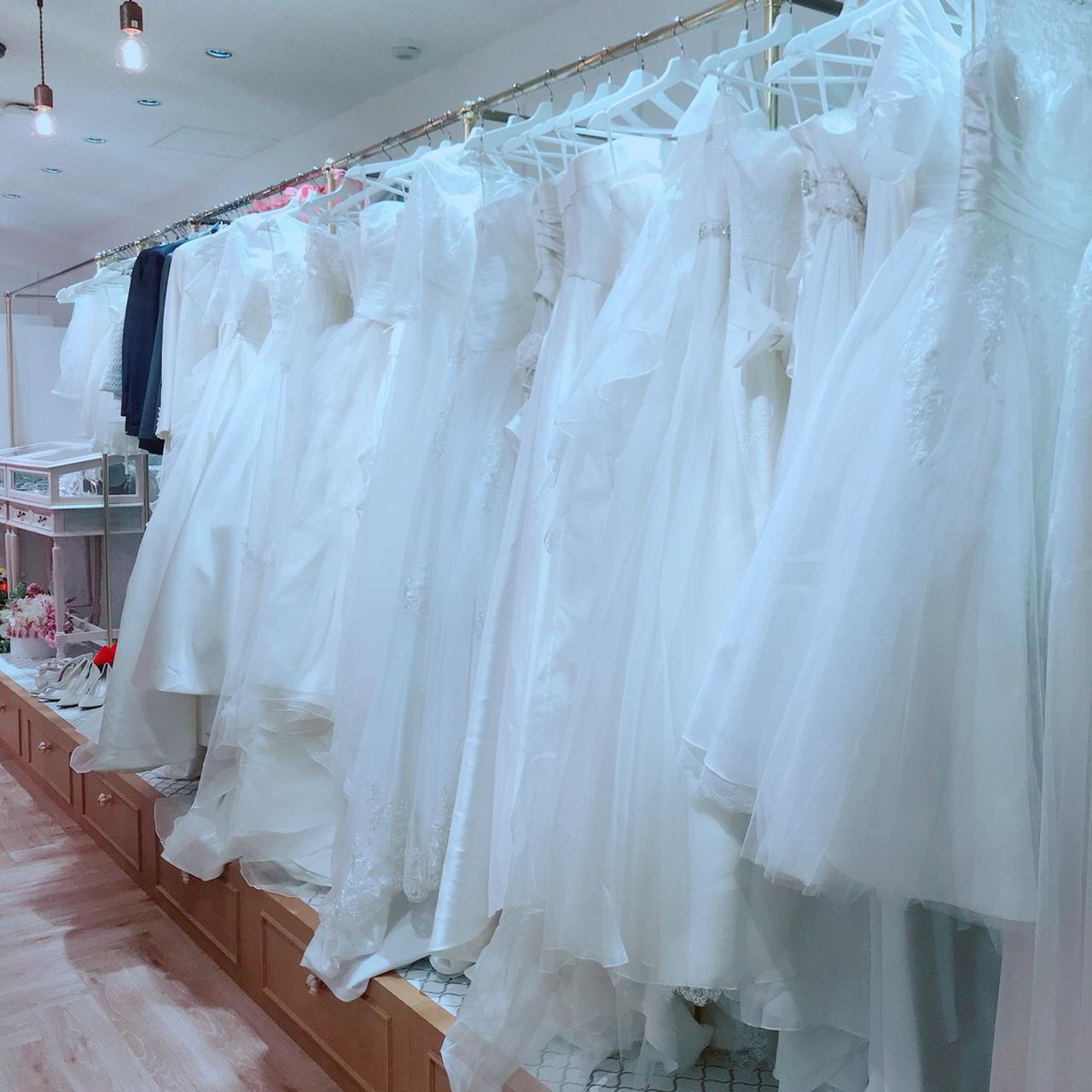 画像: お好きなドレスを選べます