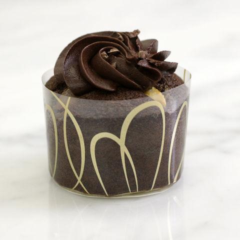 画像: -マフィンショコラカイザー- 290円(税別) 3種類のチョコレートを贅沢に混ぜて焼き上げました。 味わいが濃厚なマフィンです。