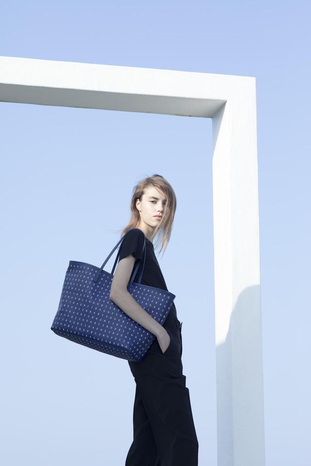 画像2: アニエスベー ボヤージュより「Monogram print bag」が発売