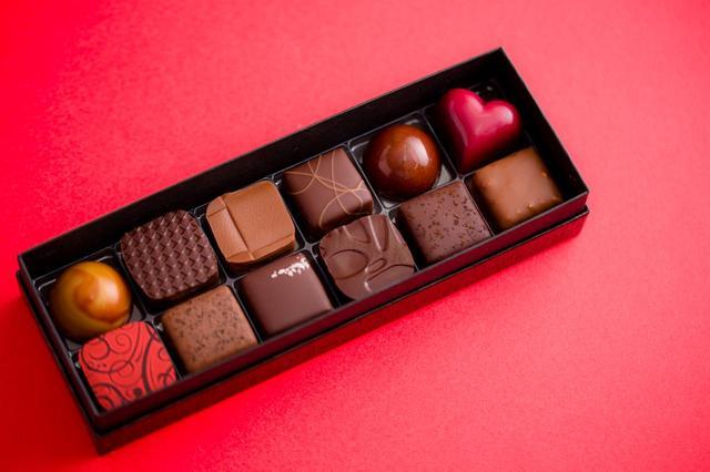 画像1: Bon Bon Chocolat Assortiment 12P(ボンボンショコラ 12個入り) ¥2,800