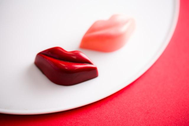 画像: 魅惑のリップモチーフ「Love Kiss」など2018年限定商品が続々登場!