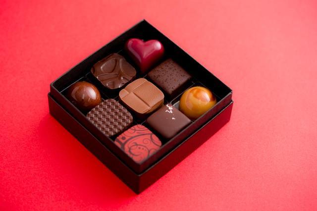 画像: Bon Bon Chocolat Assortiment 9P(ボンボンショコラ 9個入り) ¥2,200