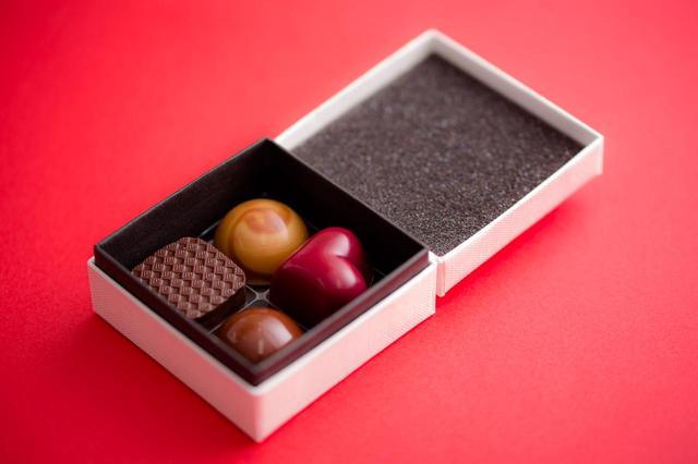 画像: Bon Bon Chocolat Assortiment 4P(ボンボンショコラ 4個入り) ¥1,100