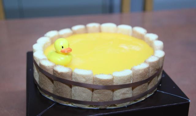 """画像4: 愛媛のみかん風呂にアヒルが浮かぶ""""桶チーズケーキ""""「喜助の湯」"""