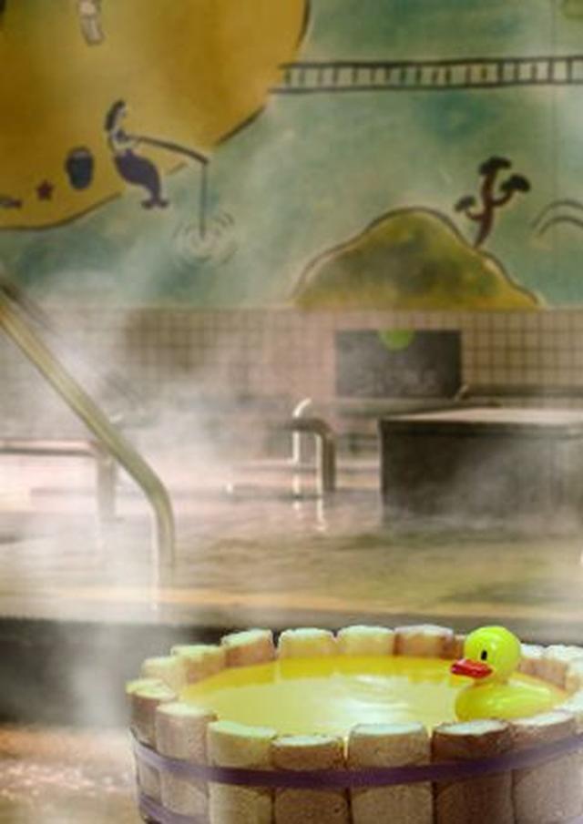 """画像1: 愛媛のみかん風呂にアヒルが浮かぶ""""桶チーズケーキ""""「喜助の湯」"""