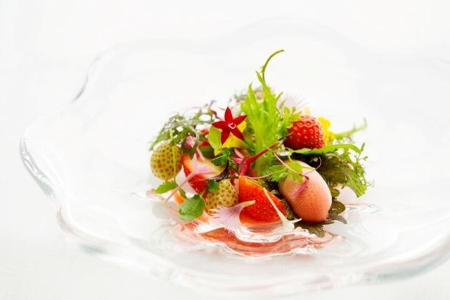 画像1: さまざまな苺のデザートを堪能できるメニュー