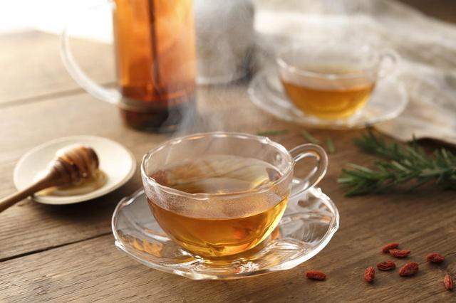 画像: ホットハニーティー 1(かりんとはちみつのお酒):1(ホットティー) 相性ぴったり!紅茶とはちみつの組み合わせがおいしいホットカクテルです。