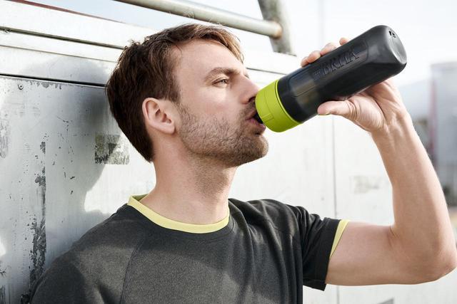 画像3: スクイーズタイプのボトルでゴクゴク飲める!浄水フィルター付きボトル「fill&go Active」登場
