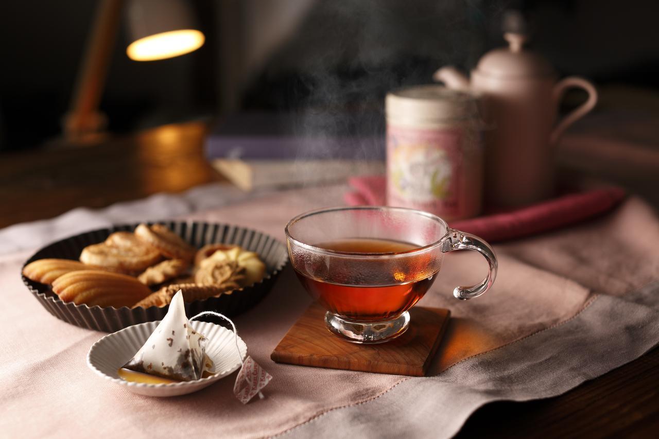 """画像4: """"女性のための恋するお酒"""" 養命酒製造×カレルチャペック紅茶店 コラボの新商品「桃の紅茶酒」"""