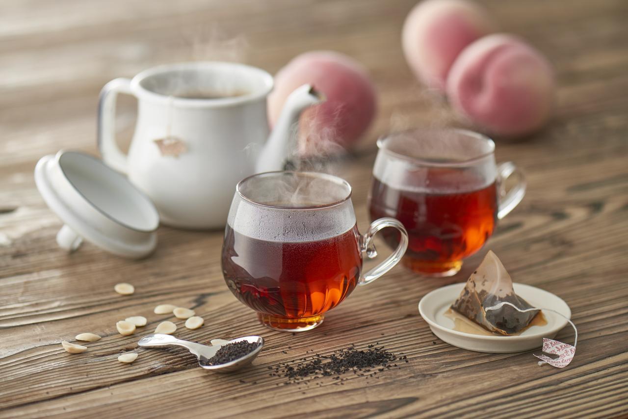 """画像1: """"女性のための恋するお酒"""" 養命酒製造×カレルチャペック紅茶店 コラボの新商品「桃の紅茶酒」"""