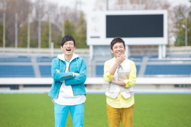 画像: アーティストプロフィール ウカスカジー 桜井和寿(Mr.Children)とGAKU-MCによるユニット。日本サッカー協会公認サッカー日本代表応援ソング「勝利の笑みを 君と」を歌う。以前2006年5月に共同名義で発表した「手を出すな!」の2014年を制作しようと話したことをきっかけに活動開始。2014年6月に1stアルバム『AMIGO』をリリース。2016年7月、2ndアルバム『Tシャツと私たち』(『Anniversary』収録)をリリース。ウカスカジーが所属するMIFA (ミーファ)は音楽とサッカーでさまざまなコミュニケーションをクリエイトするプロジェクト。 MIFA: http://mifa.co.jp MIFA Football Park: http://mifafootballpark.com ※2018年4月仙台店OPEN: http://sendai.mifafootballpark.com MIFARA: http://www.mifara.com