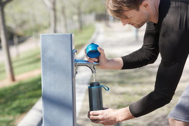 画像2: スクイーズタイプのボトルでゴクゴク飲める!浄水フィルター付きボトル「fill&go Active」登場