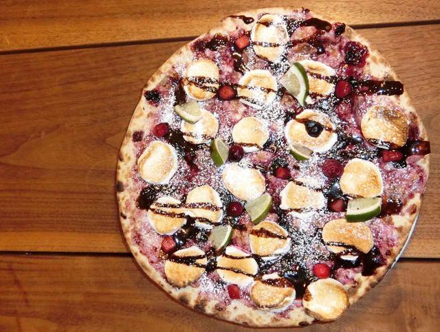画像: ご注文でピザ1枚無料!