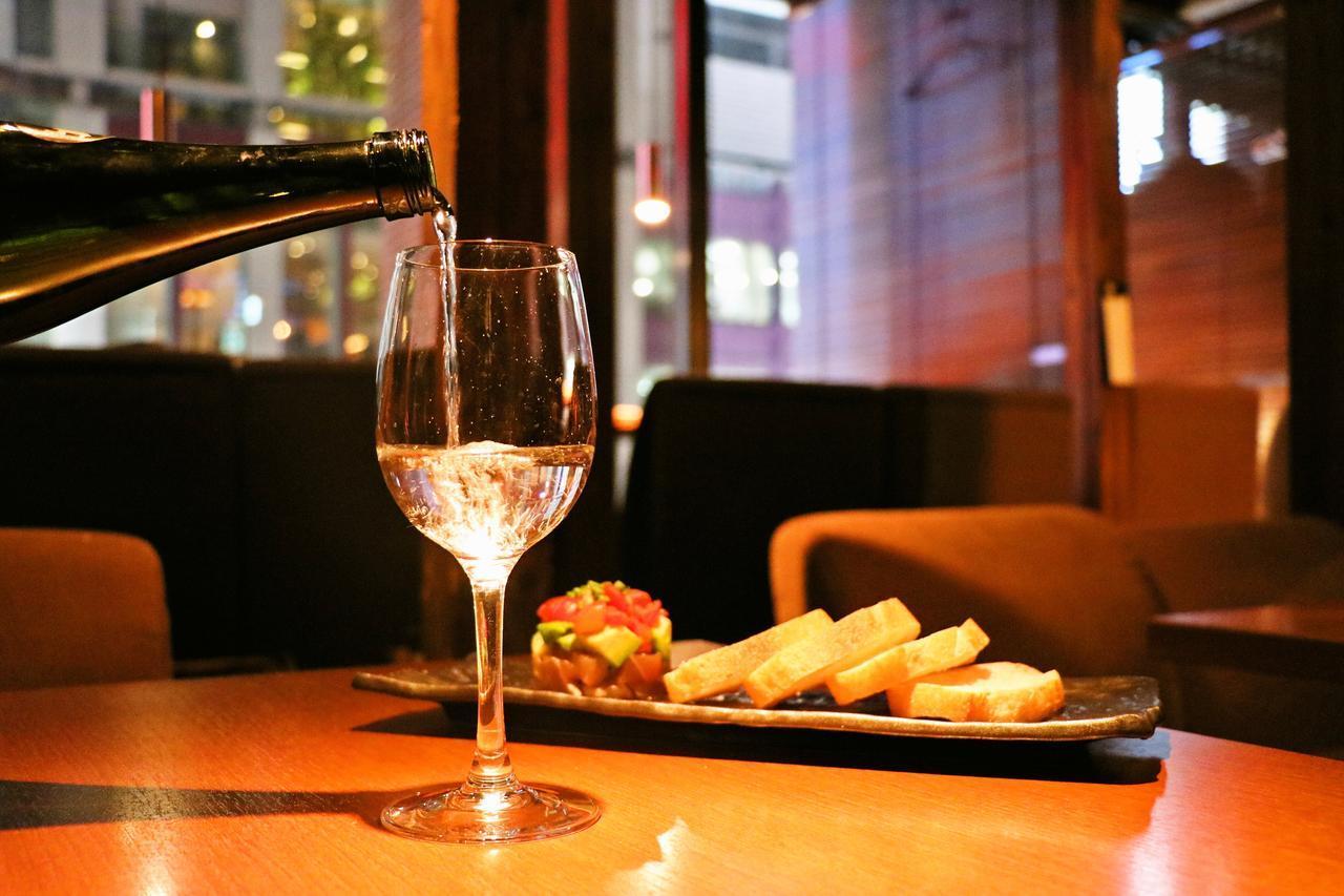 画像1: カフェのような女性向け居酒屋で日本酒19種飲み放題!