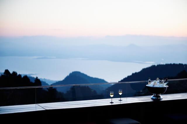 画像1: 絶景の山床カフェでオリジナルスパークリング日本酒や発酵かき氷を楽しむ