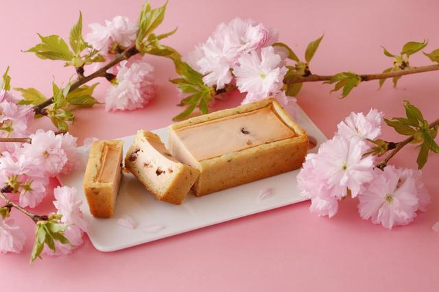 画像: 春の手焼きチーズケーキ(さくら味) 1本入 2,700円(税込) ※銀座本店ショップ他取扱店限定商品