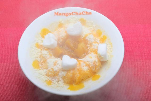 画像: 人気メニューのマンゴーをたっぷり使用したかき氷「モテキ」をベースとした「ホットかき氷モテキ」