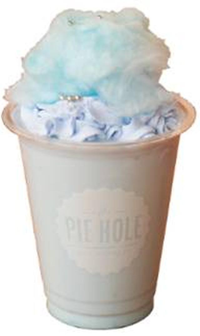 画像: 《小玉梨々華(ブルー)考案》 小玉梨々華の特製ハーブティー ハーブミルクティーにバニラシロップ、ホイップクリーム、 コットンキャンディーをトッピング。