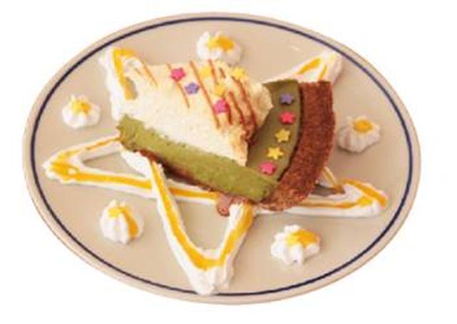 画像: 《坂元葉月(イエロー)考案》 まっちゃInstar☆映えするPIE 抹茶グリーンティーパイにホイップクリームとシュガーフレークをトッピング。マンゴーパッションソースで見た目にも華やかなパイに仕上げました。