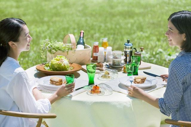 画像: 「ワイン&デリ セルクル」−ラザニア、キャロットラペ、ブルーチーズ入りポテトサラダ、シードル 「ベーカリー&レストラン 沢村」−パン3種、ジャム 「ブックス&カフェ 丸山珈琲」−スペシャルティコーヒー 「Karuizawa Vegetable ココペリ」−スムージー 「ナガイファーム」− 飲むヨーグルト