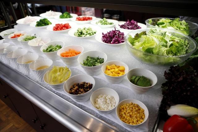 画像: 健康野菜のサラダバーに「パティスリーSATSUKI」のスイーツも!