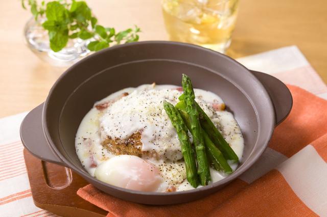 画像: とろ~り卵のカルボナーラ風チーズINハンバーグ  799円
