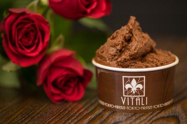 """画像: """"アルチョコレート・ローズ"""" バラ薫るチョコレートジェラート。カカオ69%相当のハイカカオのチョコレートジェラートとローズの薫りがマリアージュ。やや酸味あるチョコレートの口溶けの後にバラの薫りが追いかけてきます。"""