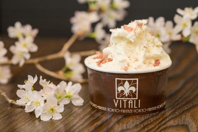 """画像: """"ラッテ・ディ・桜"""" ミルクジェラートに国産桜花と国産桜葉を合わせて桜香るジェラートに仕上げました。ほんのりピンクの色合いが春の訪れを感じさせます。"""