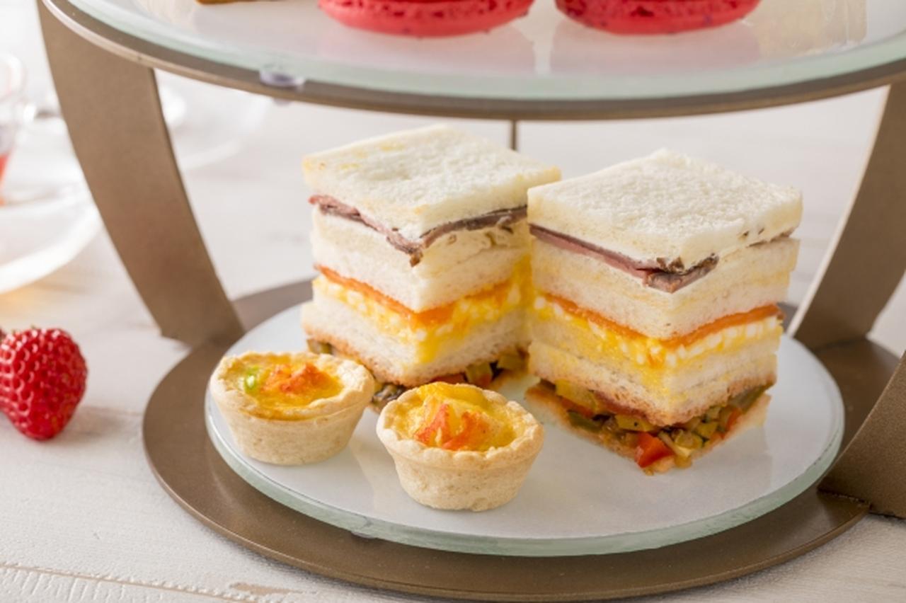 画像: 蟹と枝豆のキッシュ、グリル野菜とトマトサルサのサンドイッチ、スモークサーモンと卵のサンドイッチ、ローストビーフとレホールクリームのサンドイッチ