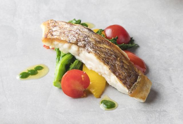 画像: 広島(シェラトングランドホテル広島): 「真鯛とジャガイモのブランダード広島葱と牡蠣醤油のアクセント」