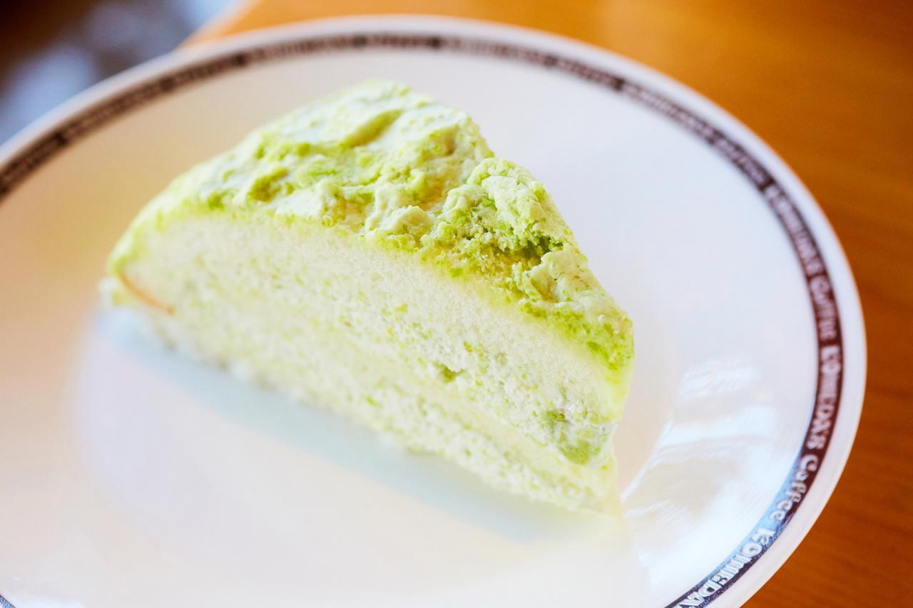 画像: 「ずんだまる」:420円(税込) コメダ初の地域の郷土食をアレンジしたケーキ。 東北地区の郷土料理「ずんだ餅」をイメージし、ずんだ餡を使用したクリームを白いスポンジ生地にサンドしました。枝豆の味わいと甘味のバランスが絶妙です。