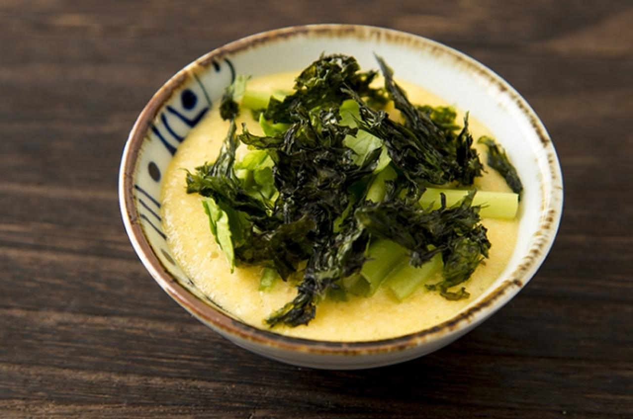 画像: <一品小鉢のレシピ提案> ■白だし山芋とろろ おろした山芋に黄身、「アコメヤの白だし」を加えて、簡単だけど味わい深いごはんのお供に。風味のよいバラ海苔を合わせて、炊きたてのごはんのお供におすすめです。 www.akomeya.jp