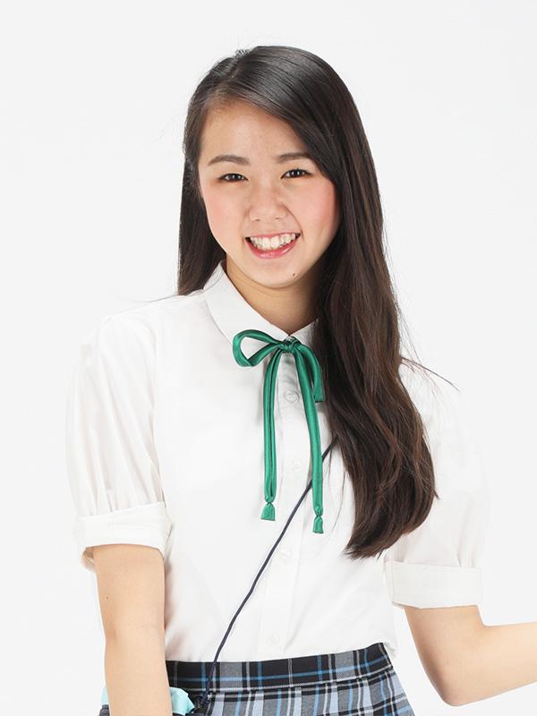 画像: 名前   :青柳 優芽子(あおやぎ ゆめこ)さん 生年月日 :2003/5/2(新中3) Twitter :@yumeko_aoyg Instagram:yumeko_aoyg 抱負: たくさんの人が笑顔で楽しんで着られるような制服をつくって、みなさんの学生生活がもっと楽しくなるように頑張ります。よろしくお願いします。