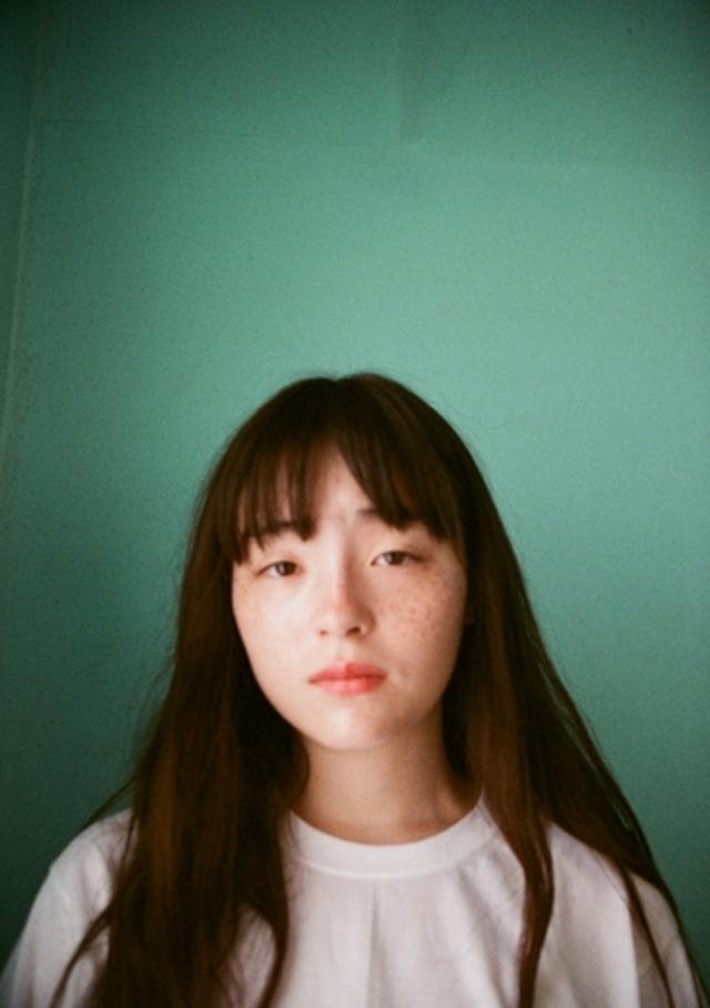 """画像: 【モトーラ世理奈】 1998 年生まれ、東京都出身。2015 年1 月「装苑」""""ニューカマースペシャル""""にてモデルデビュー。2016 年、RADWIMPS のアルバム『人間開花』のCDジャケット起用され、注目を集める。その後、有名百貨店やアパレルブランドなど多数のメイン ビジュアルの広告や、ファッション誌を飾る。現在「英会話Gaba」の広告モデルとしても活躍中。2017年にムー ジックラボで公開された主演映画「少女邂逅」が香港国際映画祭にて正式招待決定、6月30日より新宿武蔵野館にて公開決定。女優としても活動の場を広げる。"""