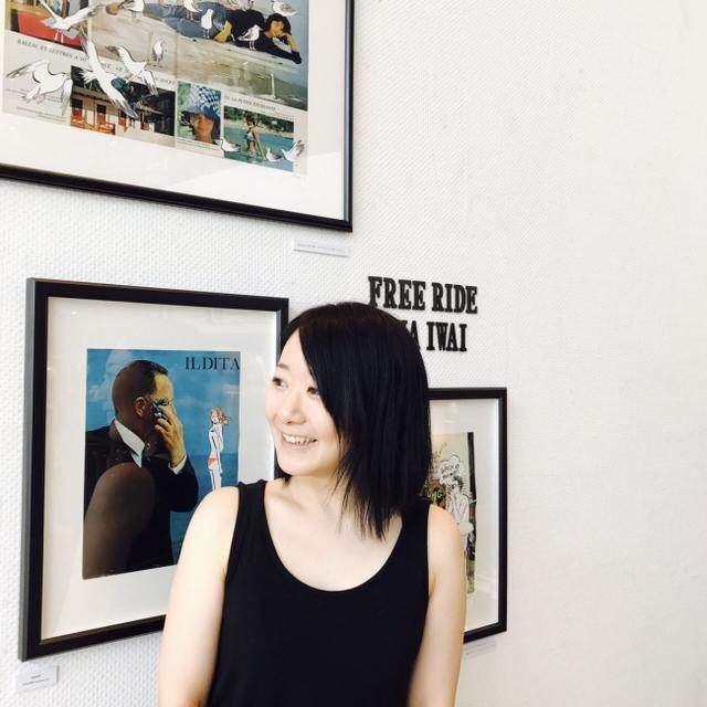 画像: プロフィール Rina Iwai 女子美術短期大学情報デザイン専攻を卒業後、デザイン事務所に勤務。2008年に単身ニューヨークに移住した後にフリーのイラストレーターに。画材に割り箸を用いて、力強さと繊細さが一体となった線で描く。 国内外問わず、女性誌、広告、ディスプレイ、雑貨、アパレル、ポートレートイベント等、幅広く活動中。