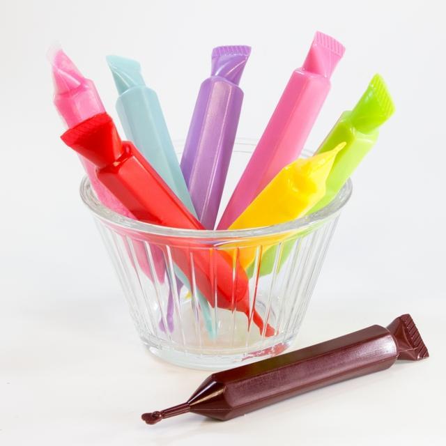 画像: チョコペンでスイーツにデコレーション♪ ※色はランダムになります
