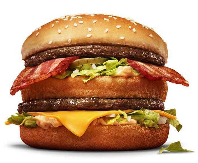 画像: 「ビッグマック ベーコン」 おいしさも食べごたえもビッグなマクドナルドの人気メニュー、「ビッグマック」に生誕50 周年を記念して 期間限定で仲間入り。こだわりの 100%ビーフと、秘伝のソースが決め手のビッグマックに、お店で丁寧 にグリルしたスモーキーなベーコン 2 枚をあわせました。ビッグマックのボリューム感にベーコンの旨 みと香ばしさが加わり、強力なおいしさが口いっぱいに広がります。マクドナルドならではの特別な一 品です。