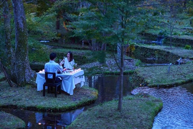 画像: 涼しい夏の夕暮れを満喫する 特別席でのBBQディナー