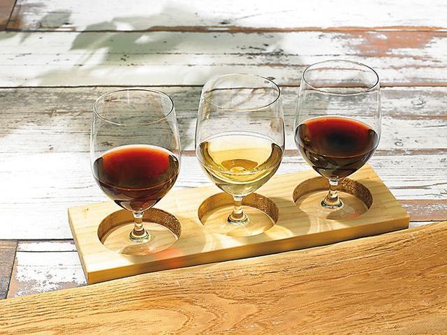 画像: ・岩見沢市『空知ワインステーション』北海道産ワイン8種より3種飲み比べ1,500円/3種×60ml 丘の斜面に美しいぶどう畑が広がる北海道空知から原地産のワインを取り揃えた『空知ワインステーション』の、様々なワイナリーのワインを飲み比べできます。