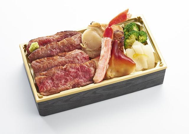 画像: ・札幌市『grill glad(グリルグラッド)』白老牛と魚貝の麹漬け弁当 2,700円/1折 ※第1週のみ 白老町の温暖な気候、豊かな自然と水のなかで育ったまろやかな味わいの「白老牛」とキンキ、帆立、北寄貝を麹漬けにして盛り合わせた、お肉も海鮮も一度に堪能できるお弁当です。