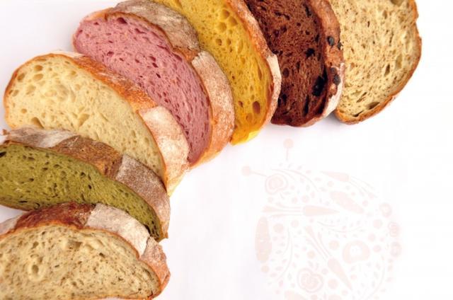 画像: <コシニール>(大阪) こだわりの、自家製天然酵母のパン  野菜と果物 酵母の柔らかハース(5枚スライスセット)各税込540円