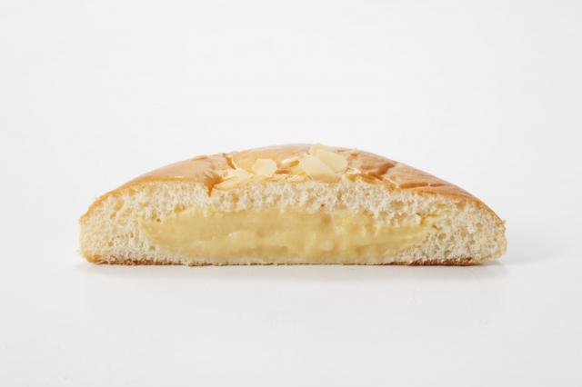 画像: <オーサムベーカリー>(大阪) ペロリと食べられる、とろけるクリームパンは自家製クリームがたっぷり。 とろけるクリームパン(1個)税込180円 ※各日限定数200 ■販売期間:4月25日(水)~27日(金)