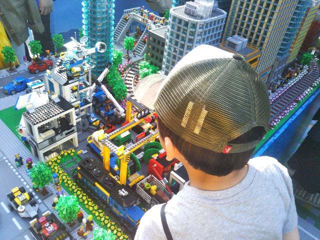 画像2: 超巨大!入れるレゴシティで小人気分