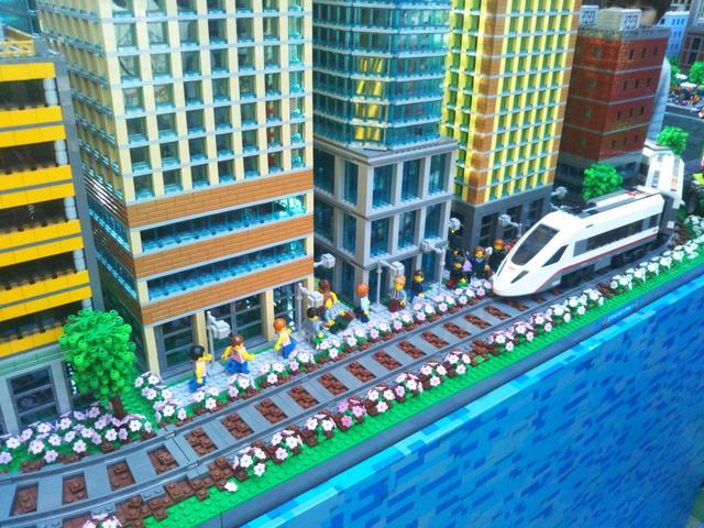 画像1: 超巨大!入れるレゴシティで小人気分