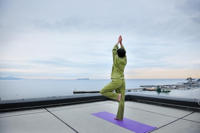 画像: 屋上ストレッチで絶景朝活しよう!