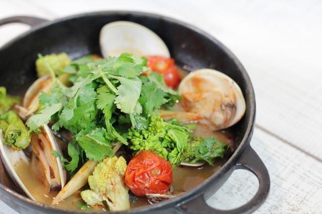 画像: ■旬の魚介と有機甘酒のトムヤム風ブイヤベー ス 1,980円(税抜) ※グルテンフリー