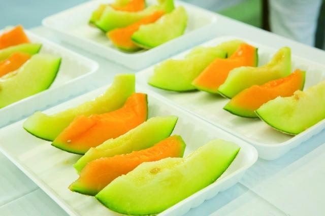 画像: ■3種メロンの食べ比べ「メロン・タベ・クラーベ」¥500 …アンデスメロン・クインシーメロン・イバラキングの3品種を食べ比べ。